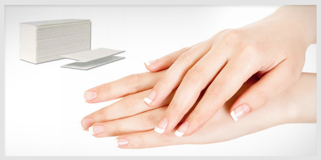 Un estudio realizado por un investigador australiano dice que es más saludable secarse las manos con una toalla de papel que con una secadora eléctrica.