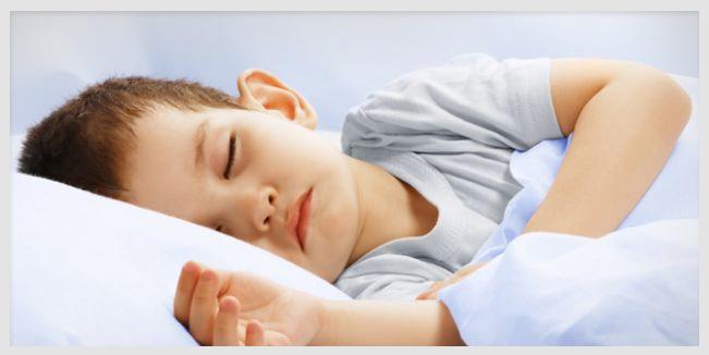 Una rutina con horario para acostarse mejora la conducta del niño