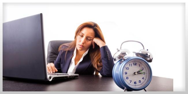 Trabajar más de 48hrs a la semana aumenta el riesgo de abuso de alcohol